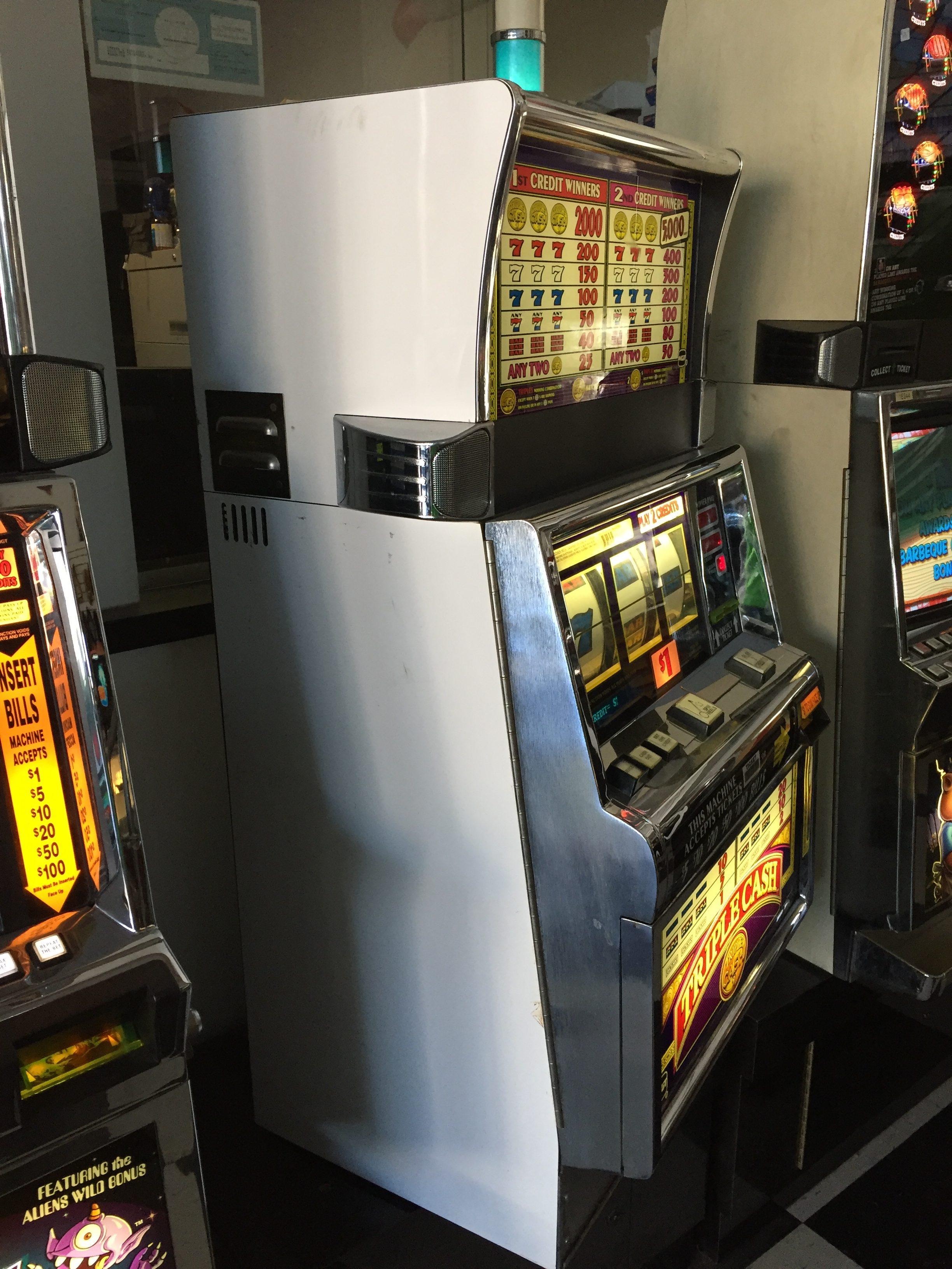 Triple Cash Slot Machines